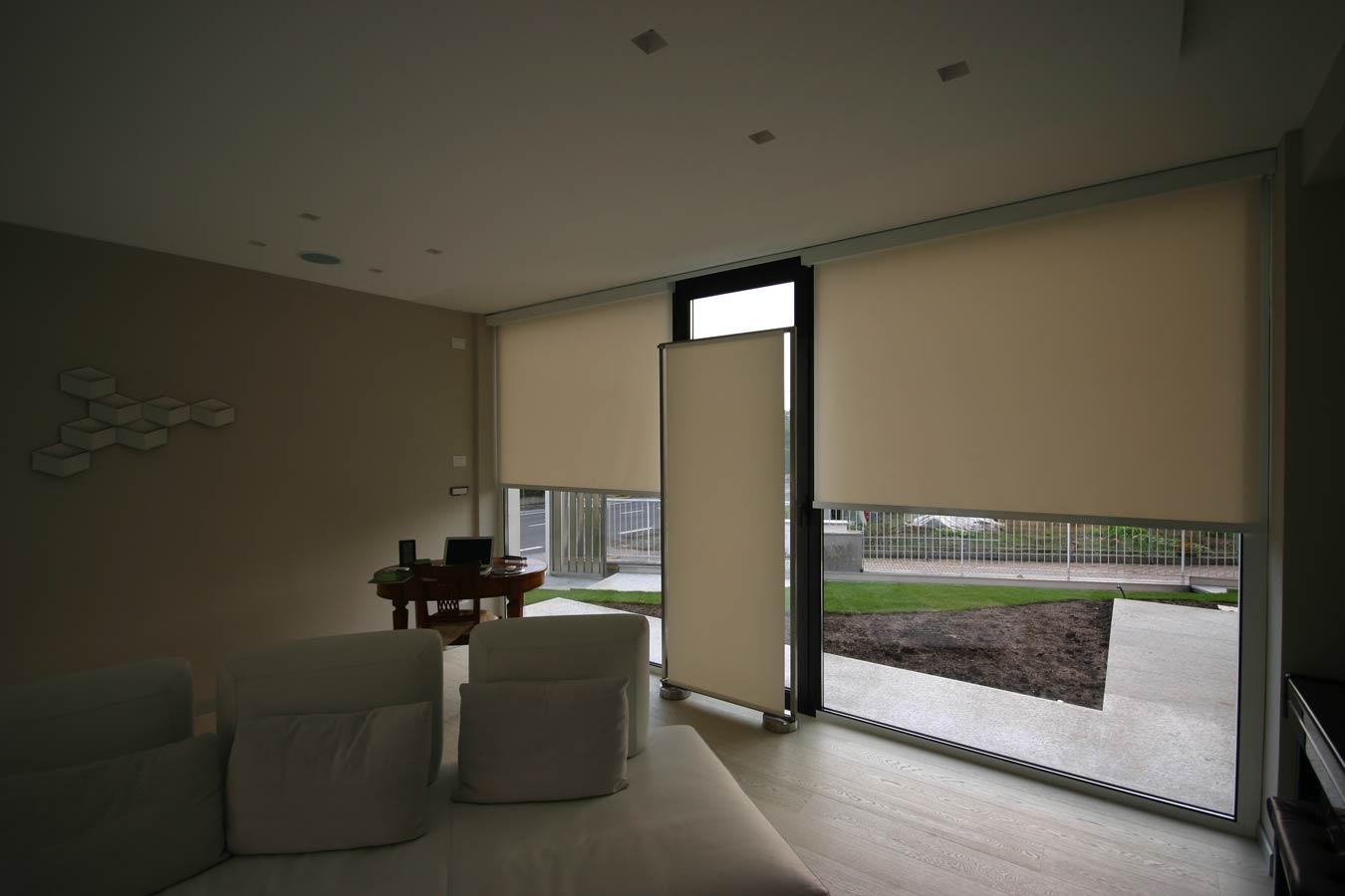 Tende oscuranti per finestre interne tende per finestre triangolari mansarda con tende - Finestre con tende interne ...